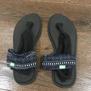 NWOT Sanuk slipper size 9 black